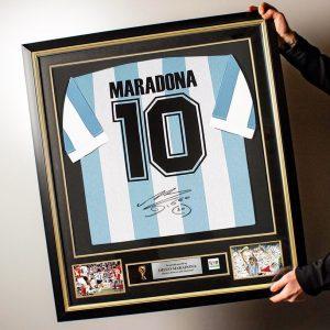 Camiseta Maradona firmada